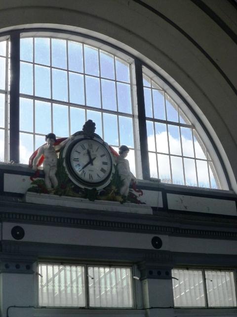station clock